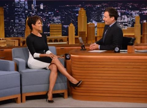 News video: This Is How Halle Berry And Jimmy Fallon Roll